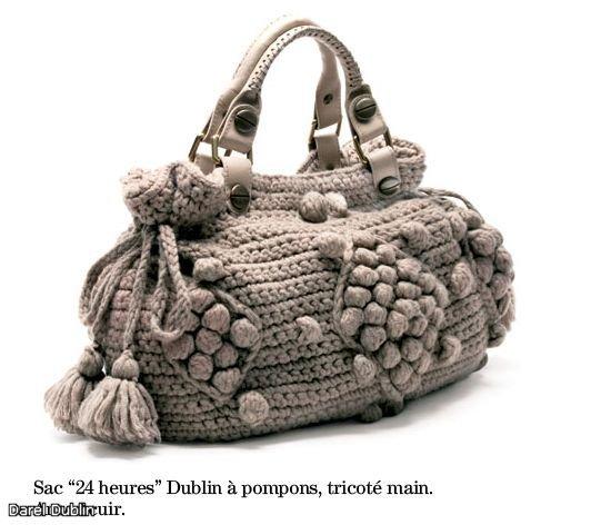 Вязаные сумки очень хорошо сочетаются с дубленками, свитерами из толстой...