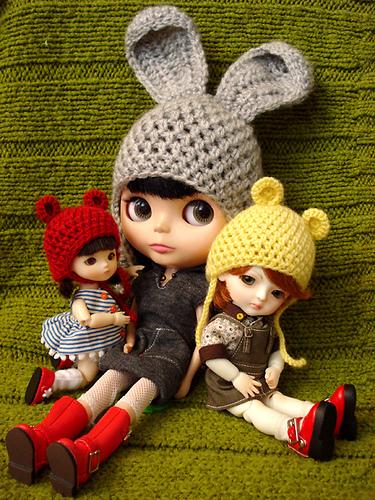 куколки в вязаных шапочках