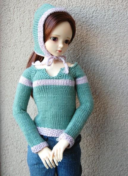 Pulip в вязаной одежде.